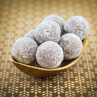 Leckere Pralinen mit Aprikose und Kokos